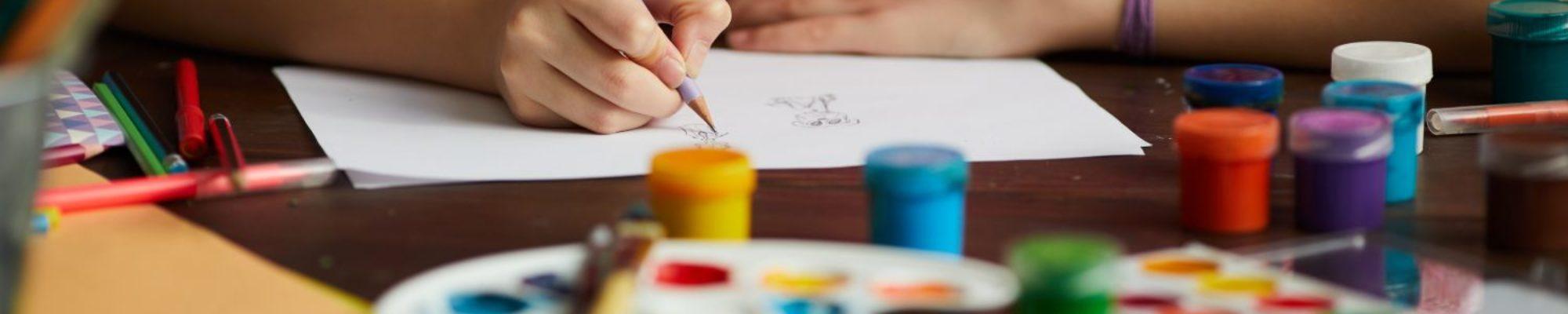talented-girl-drawing-closeup-MZFU9Y5